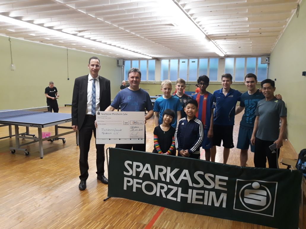 Dirk Karaschinski und einige Mitglieder der TTF Pforzheim